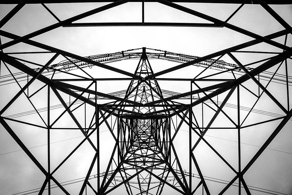 Architecture-Metal-Pylon-Pattern-Metal-Girders