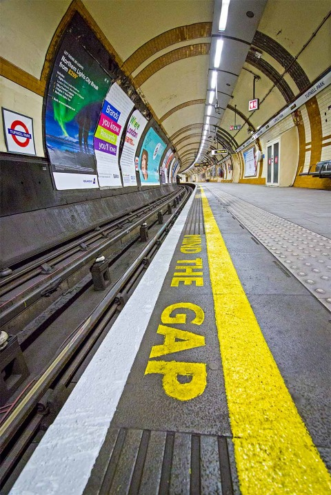 London Tube Underground Station Mind The Gap Platform Track