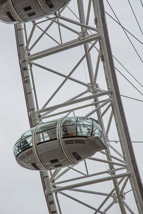 London Eye Capsules Ferris Wheel Tourists