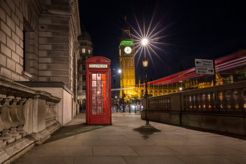 london-red-phone-box-big-ben-street-scene-night