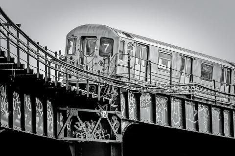 7-train-subway-manhattan-NYC-New-York-City-black-and-white