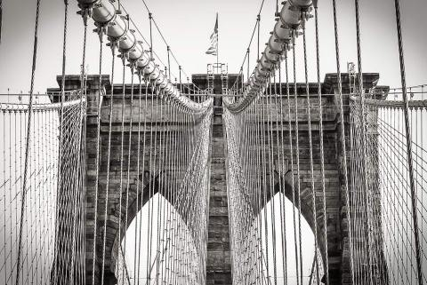 brooklyn-bridge-manhattan-NYC-New-York-City-black-and-white