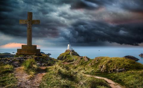 anglesey-wales-lighthouse-ynys-llanddwyn-stormy-sky