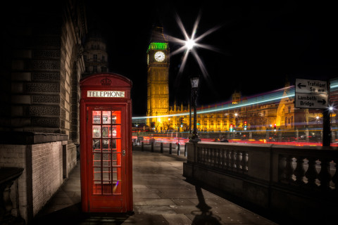 london-red-telephone-box-big-ben-street-scene-night-westminster-uk