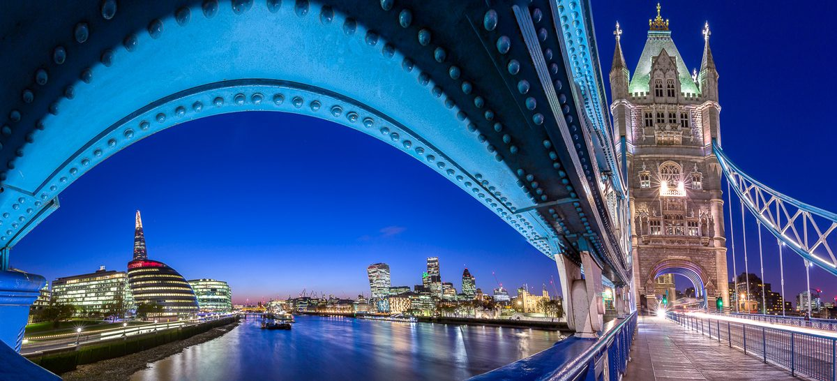 London-skyline-through-Tower-Bridge-Panorama