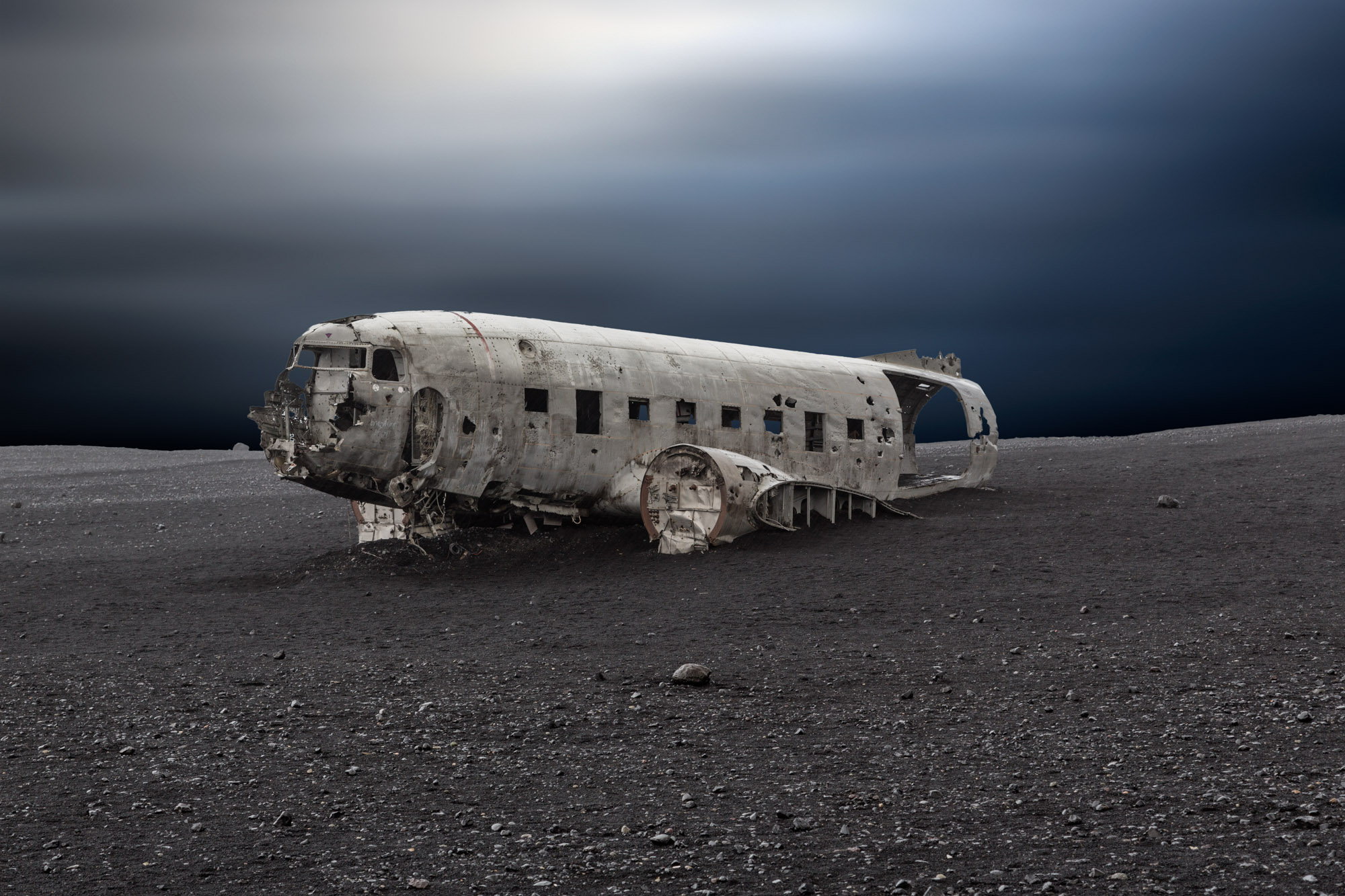 antonyz long exposure landscape photograph of derelict dc10 airplane crashed in iceland