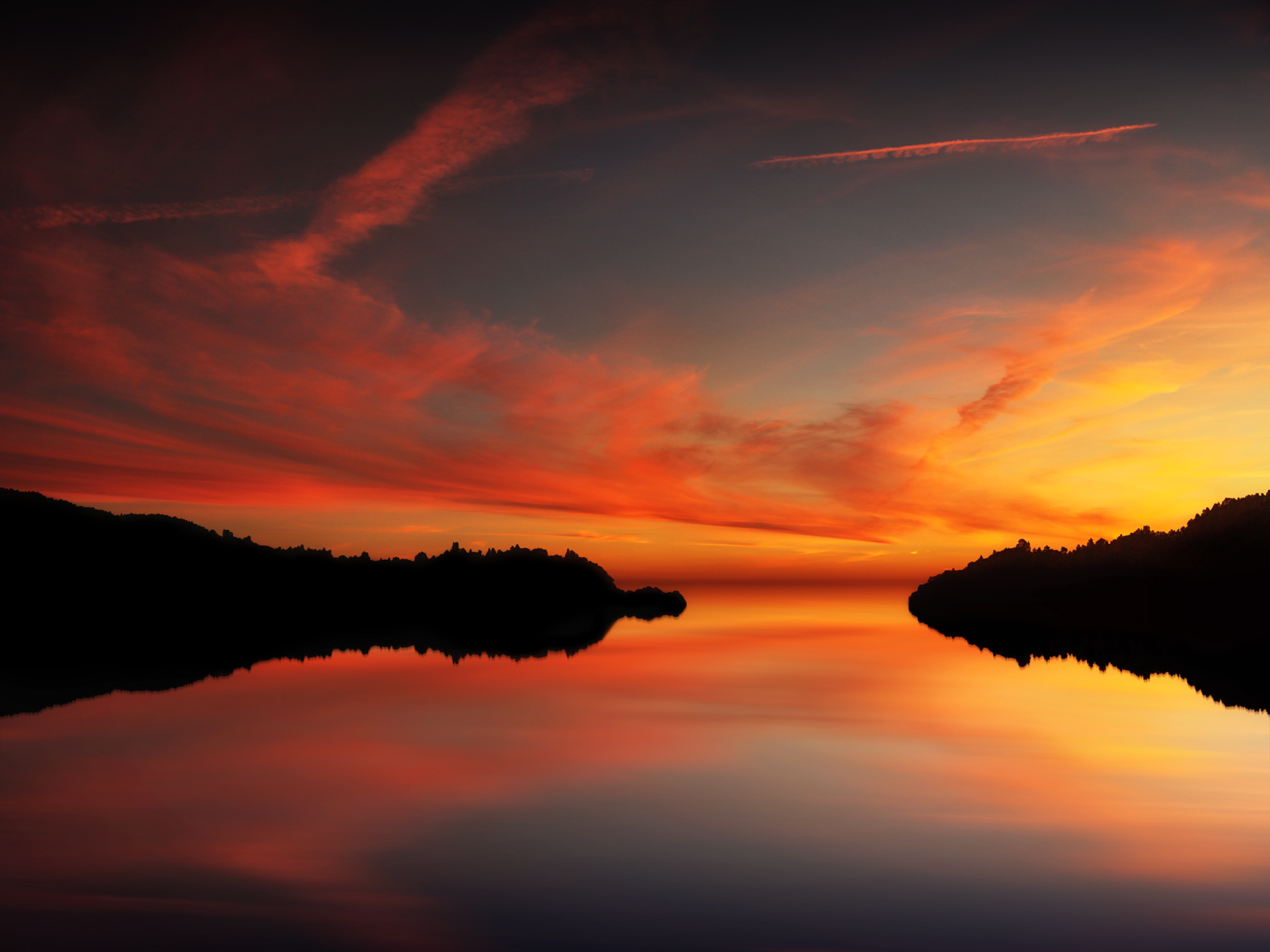 antonyz long exposure landscape photograph of sunset over reflections in a beautiful lake
